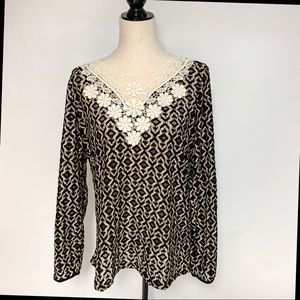 Umgee Black/Tan Open Weave Top, Size Large.